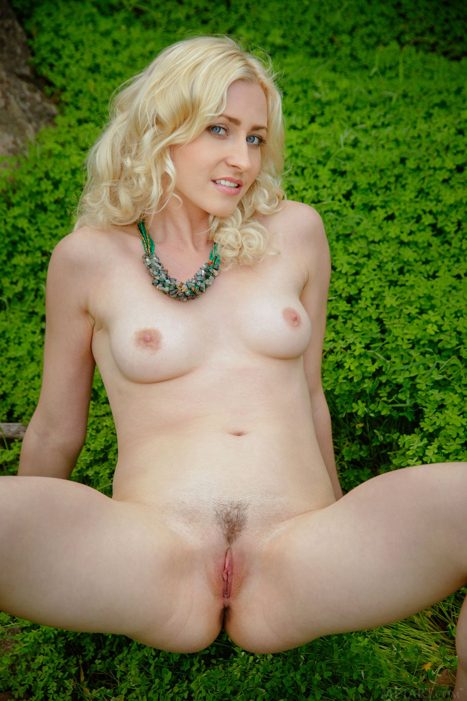 naked-in-the-grass-pics-free-download-and-watch-pornpussy-vedios