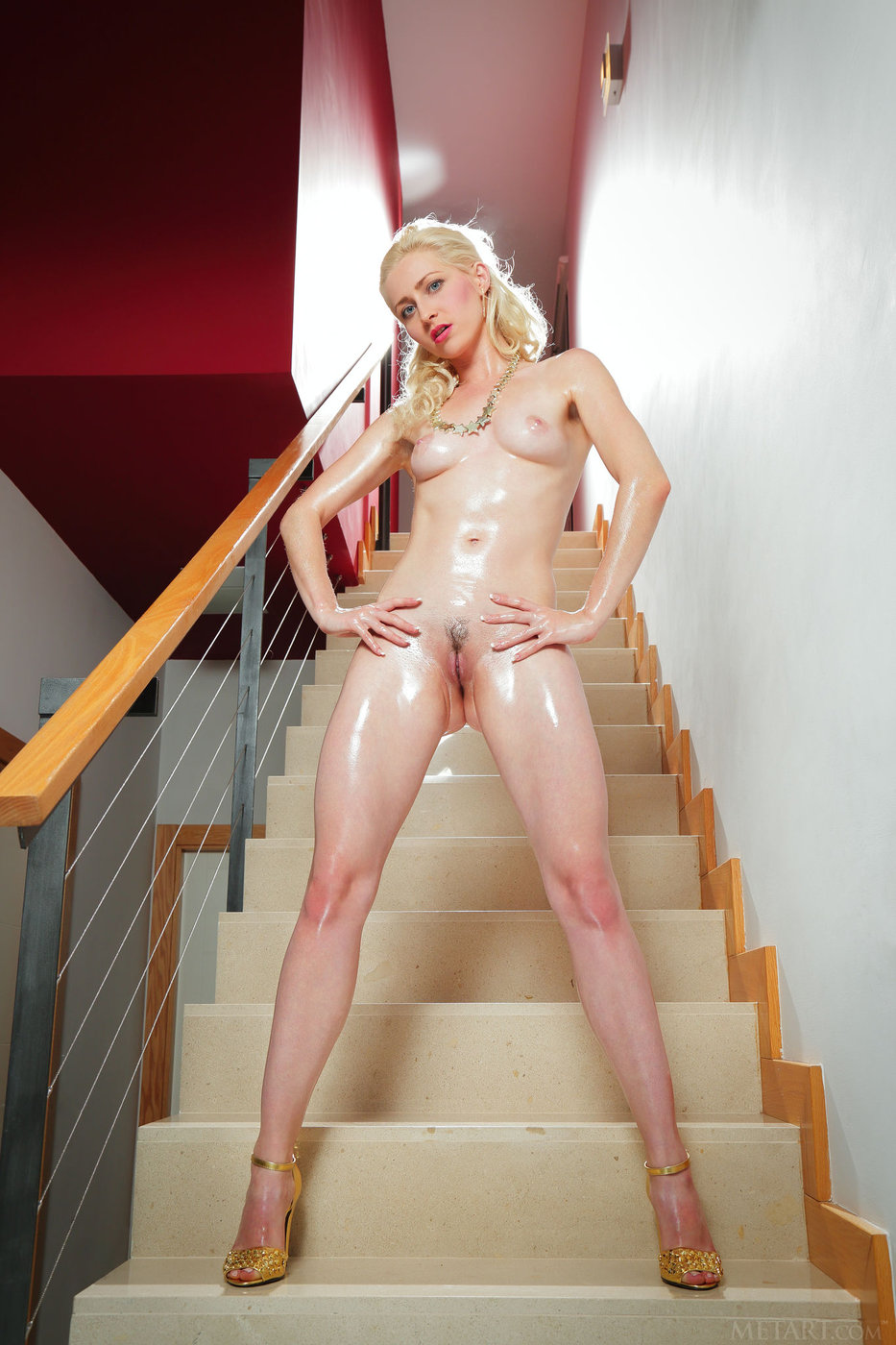 Oiled Up Naked Blonde Bravely Posing With Her Pussy On The Display Ametart Com