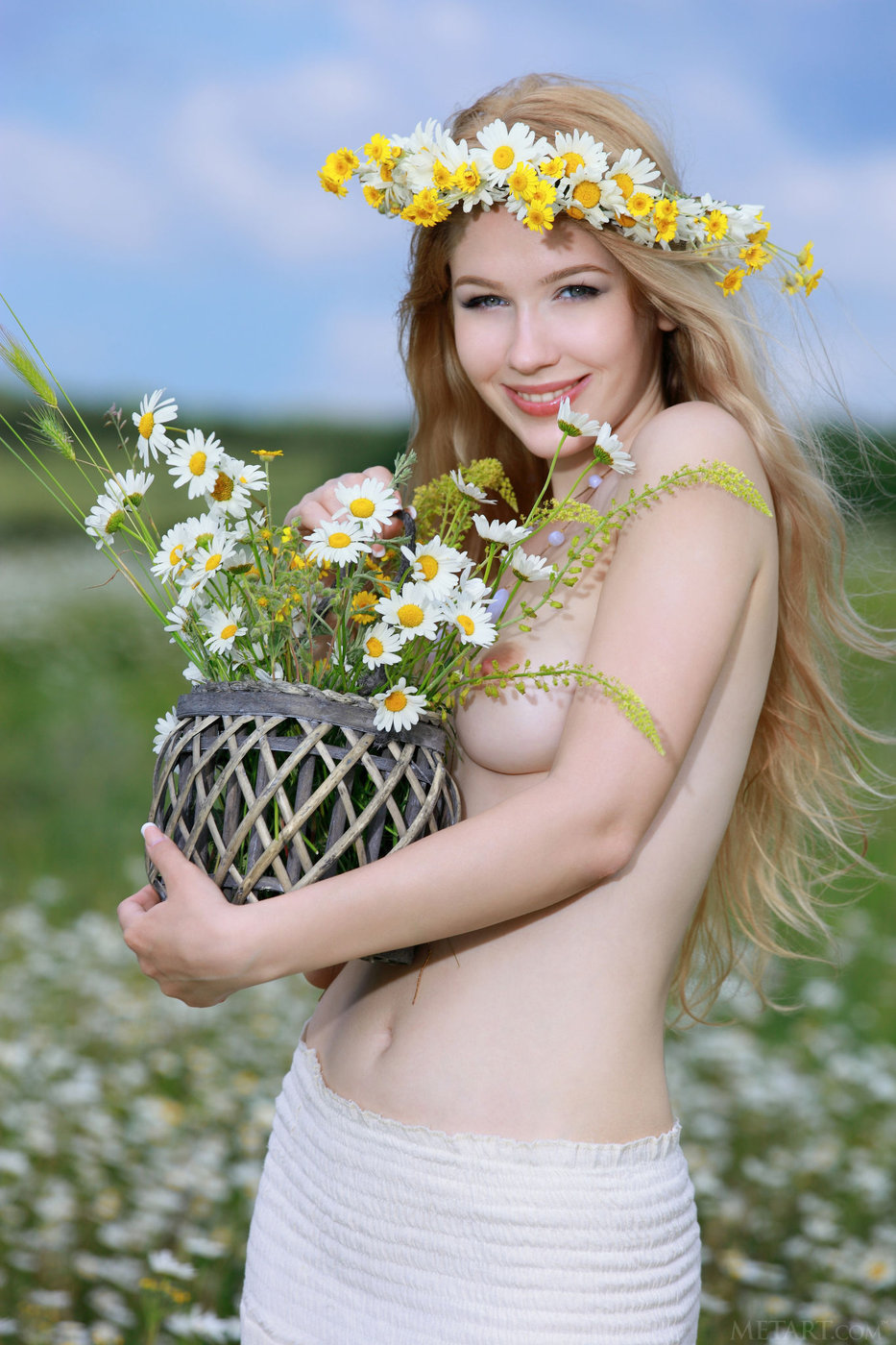 Flower-loving blond-haired nympho posing in the middle of a field