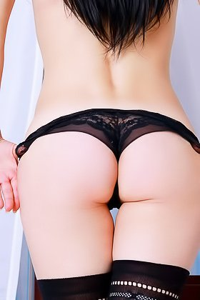Stockings-clad raven-haired brunette gets on all fours on camera Videos