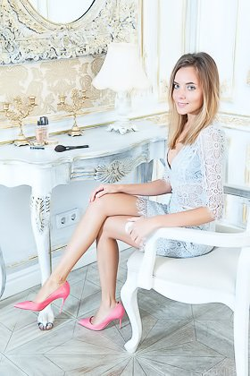 Blue-eyed blonde with stylish pink heels posing completely naked Videos