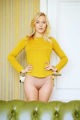 Yellow get-up blue-eyed blonde shows off her pussy to the viewer Videos