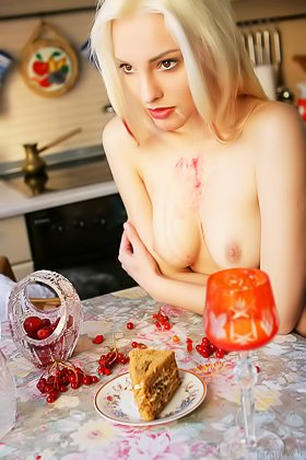 Hungry and horny blond-haired beauty makes a mess while naked Videos