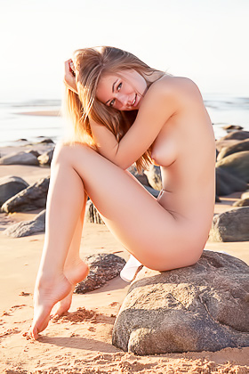 Onesie-wearing blond-haired beauty shamelessly posing naked on a beach Videos