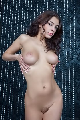 "Naked wavy-haired brunette stunner showing her labia on a ""throne"" Videos"