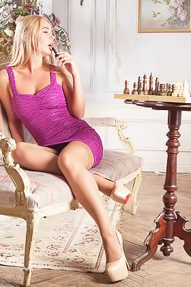 Blond-haired chick gets really bored with chess and starts getting naked Videos