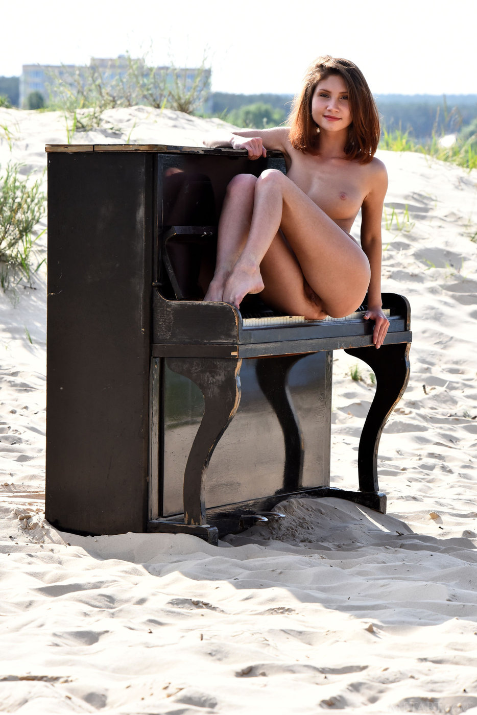 girl-naked-on-top-of-a-piano