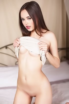 Leopard-y dress brunette gets naked and poses on all fours on a bed Videos