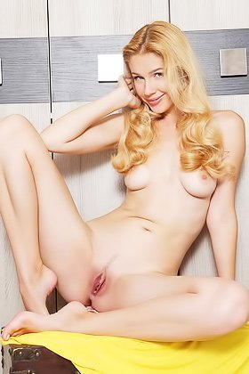 Pasty blonde with a landing strip showing off her beautiful body Videos
