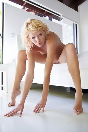 Wavy-haired blonde with a smooth slit showing off on a big bed Videos