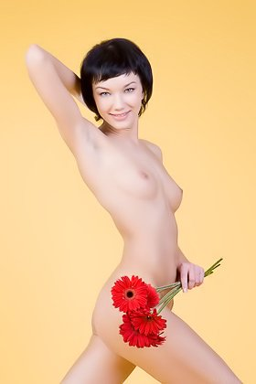 Short-haired MILF-looking brunette showing her flower and her flowers Videos
