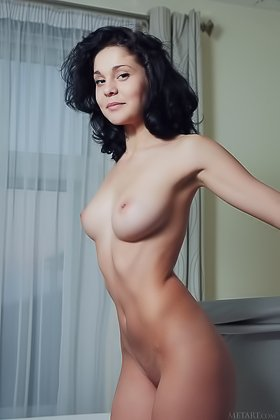 Classy posing gallery featuring a messy-haired brunette seductress Videos