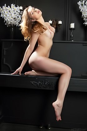 Slender brown-haired hottie shows her perfect pussy to the viewer Videos