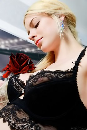 Black lingerie blonde shows her peachy pale pussy in a hot gallery Videos