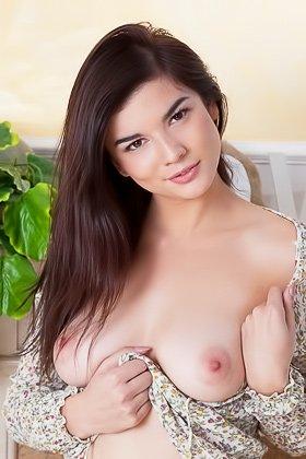 White panties brunette sure loves posing shamelessly on the floor Videos