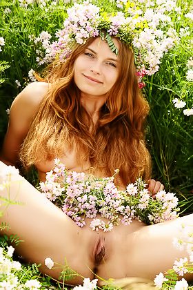 Wavy-haired chick posing in a meadow, she is as pretty as the flowers Videos
