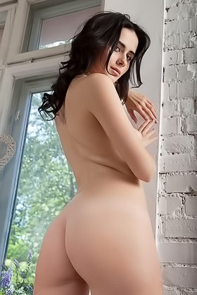 Raven-haired bombshell posing completely naked in a grey armchair Videos
