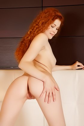 Perky butt redhead gives you a few lewd close-ups on the big white bed Videos