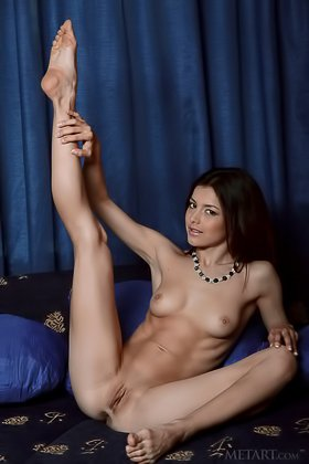 Brunette with long legs puts on a great solo show for the camera Videos