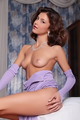 Purple stockings babe strikes a bunch of sexy poses to show her slit Videos