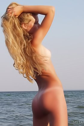 Wet young beauty catching some great waves with her perfect pussy Videos
