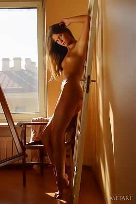 Aspiring blond-haired artist shows her naked body in a sun-lit room Videos