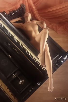 Leggy piano player showing off in an extremely steamy HQ gallery Videos