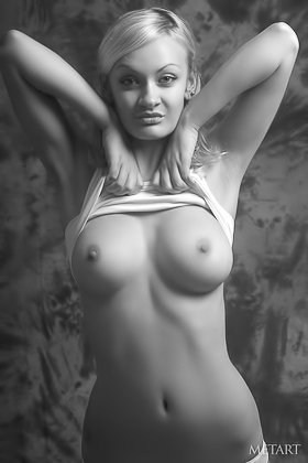B&W gallery featuring a stunner with big boobs and sexy legs Videos