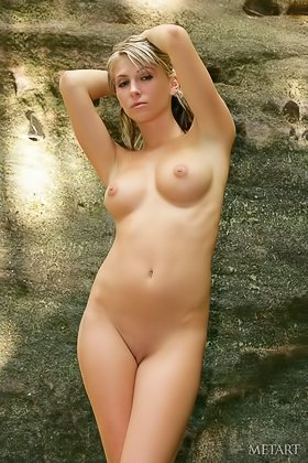 Long-legged blonde with big boobs shows her pussy in a scenic spot Videos