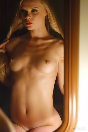Blonde with great abs and hot pussy strips in a dimly lit room Videos
