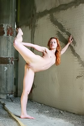 Teenage redheaded beauty posing naked in an abandoned building Videos