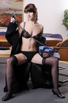 Stockings-clad office hottie answers the phone while posing naked Videos