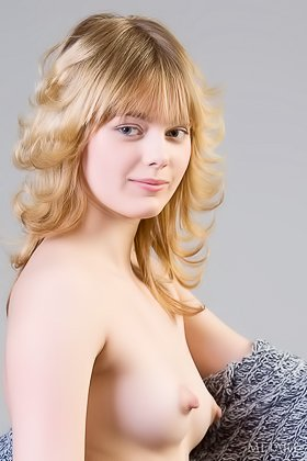 Blonde with layered hair showing her trimmed slit for the camera Videos