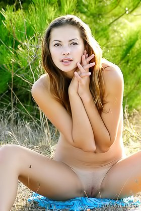 Outdoorsy brunette showing off her nude body in the middle of nowhere Videos