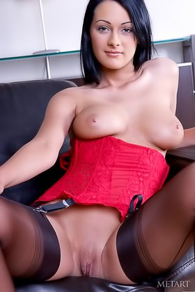 Outstanding raven-haired model exposing her love hole on camera Videos