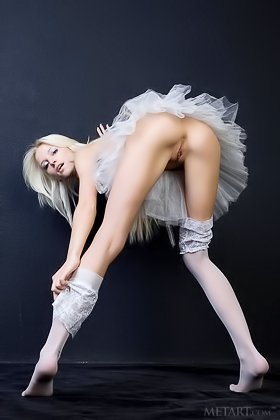 Delicious blonde dressed in white shows her pussy on all fours Videos