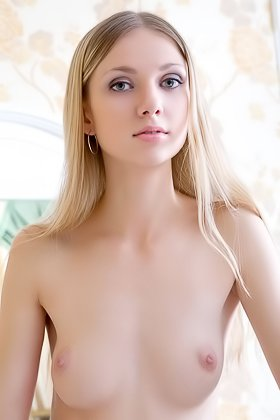 Blond-haired beauty with small breasts does a great job in a solo gallery Videos