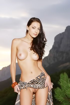 Dark-haired gal shows her perfect boobs in a solo outdoor gallery Videos